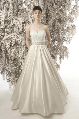 5bf99330ef8 A-Line Sleeveless Sweetheart Appliqued Satin Wedding Dress ...