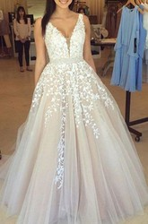 Sleeveless Floor-length A-Line Ball Gown V-neck Lace Tulle Dress