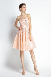 Knee-length Sleeveless A-Line Strapless Lace Prom Dress with Beading