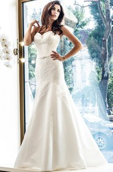 Floor-Length Sleeveless Sweetheart Appliqued Satin Wedding Dress