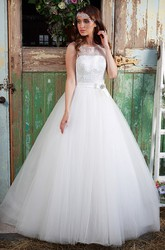 Ball Gown Sleeveless Sequined Scoop-Neck Floor-Length Tulle Wedding Dress With Bow