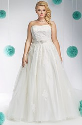 A-Line Sleeveless Strapless Appliqued Floor-Length Lace&Tulle Plus Size Wedding Dress With Waist Jewellery And Bow