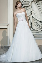 A-Line Floor-Length Sleeveless Appliqued Sweetheart Lace&Tulle Wedding Dress With Bow
