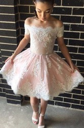 A-line Knee-length Sleeveless Off-the-shoulder Appliques Ruching Lace Homecoming Dress