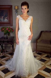 Trumpet Cap-Sleeve Appliqued V-Neck Long Lace Wedding Dress