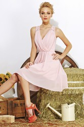 Sleeveless A-Line Short Bridesmaid Dress With V-Neck And Keyhole Back
