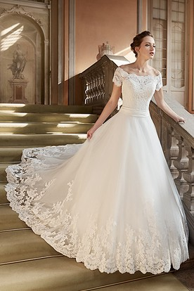 cba5bae23900 Ball Gown Appliqued Long Off-The-Shoulder Lace Wedding Dress ...